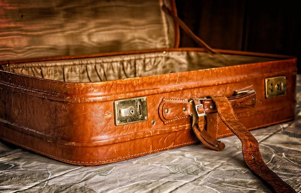 民泊_luggage-3297015_960_720